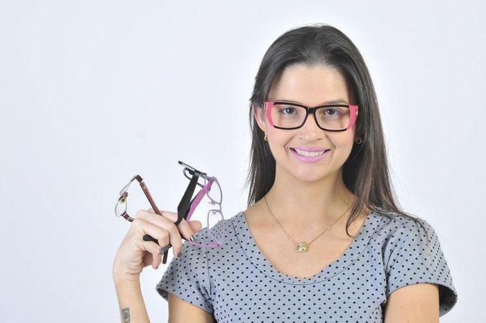 9289ded2a A fotógrafa Alana tem quatro modelos de óculos para usar em diferentes  ocasiões