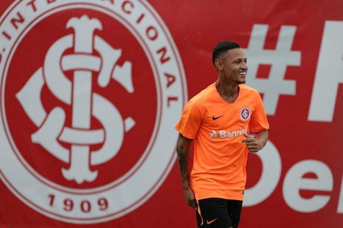 Neilton admite que comparação com Neymar o atrapalhou no início da ... 76ef6642a3a02