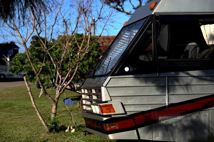 """No Camping Lagoa e Mar, em Tramandaí, """"casas motorizadas"""" ocupam uma ala reservada"""