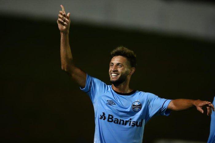 Grêmio propõe nova solução para ficar com Capixaba e desiste de ... d71b9145bf4aa