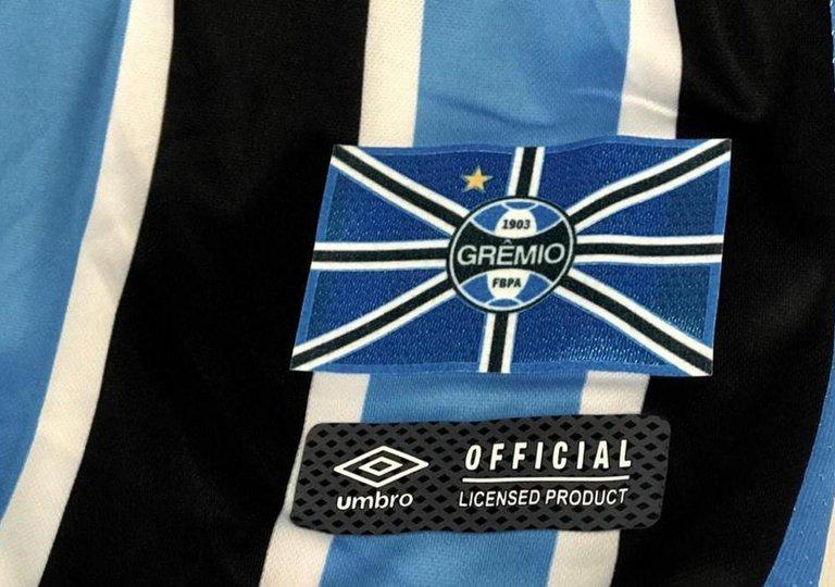 433bc0fec9 Adesivo da bandeira do Grêmio poderá ser colado na camiseta