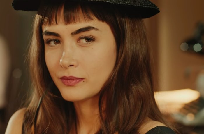 Malu, uma das protagonistas de Coisa Mais Linda, interpretada por Maria Casadevall.