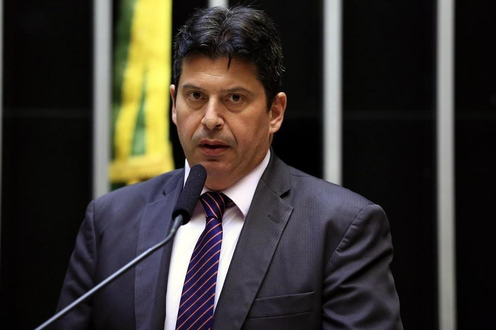 Carlos Cezar Modernel Lenuzza defende mecanismos de controle para regulamentar a educação à distância no Brasil.