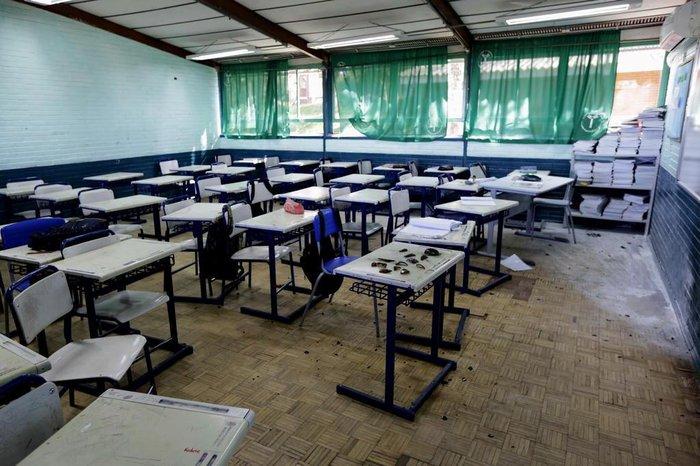 Escola vazia, segurança reforçada e apreensão nas ruas: o dia ...