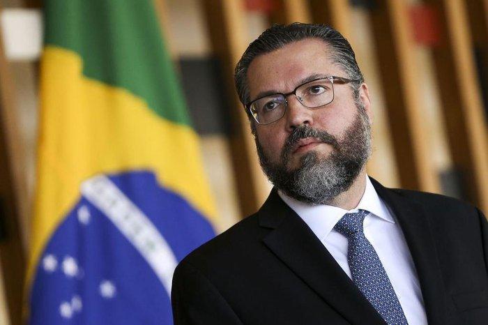 Ernesto Araújo escreve em blog que coronavírus desperta para ...