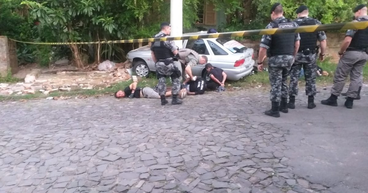 Criminosos que executaram três em Santa Maria se identificaram como policiais - GaúchaZH