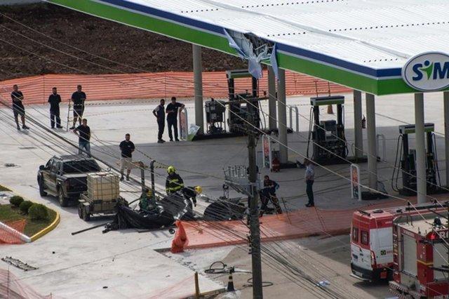Uma explosão aconteceu em um posto de gasolina que está em reforma em Caxias do Sul na tarde desta segunda-feira (20). Foi no posto Ditrento da Rua Joao Nichelle, no bairro Sanvitto, próximo a RS-122. Apenas funcionários que trabalham na reforma estariam no local no momento da explosão.