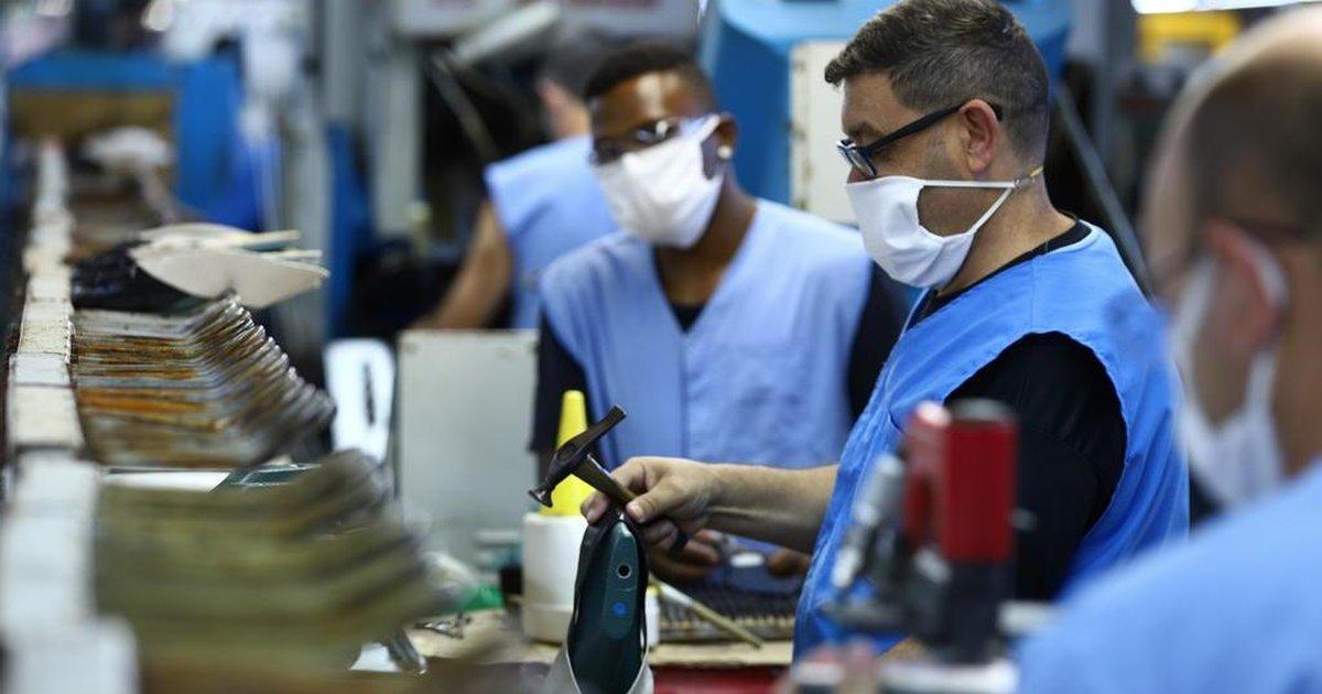 Com pandemia, produção industrial tem queda recorde de 18,8% em abril, diz IBGE