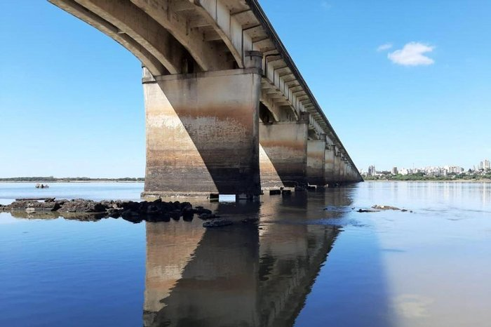 Rio Uruguai, em Uruguaiana, está com menos de um metro de profundidade