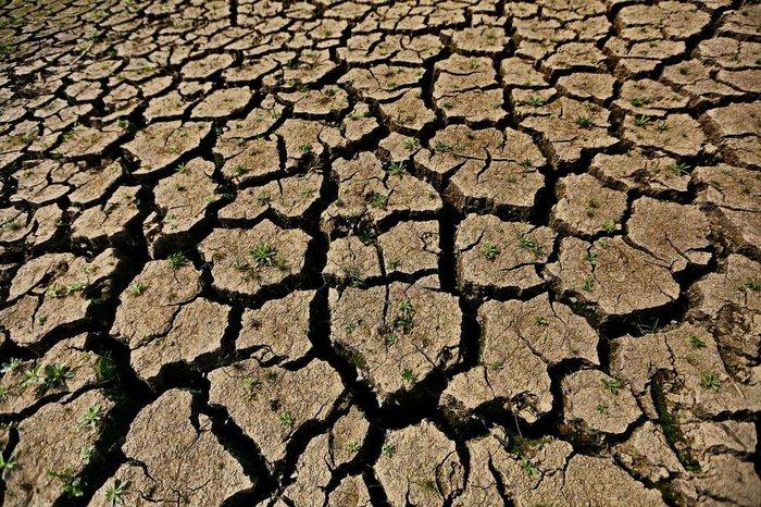 Chão seco em açudes e rios se tornou uma cena corriqueira no RS