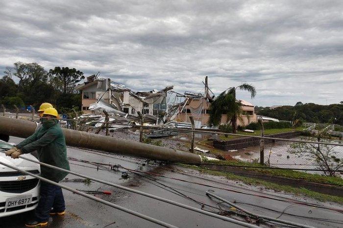 O ciclone-bomba armou-se de maneira muito rápida sobre o sul do país, entre segunda (29) e terça-feira