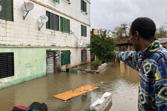 Um condomínio no bairro Rubem Berta também ficou alagado