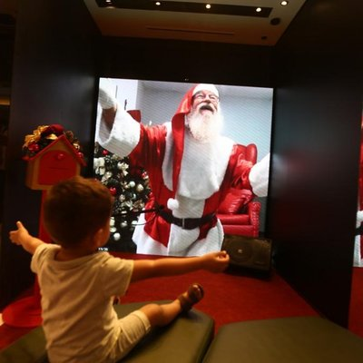 Shoppings inovam com Papai Noel virtual