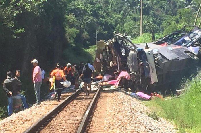 Ônibus cai de viaduto na BR-381 em Minas Gerais e deixa 11 mortos, segundo  PRF   GZH