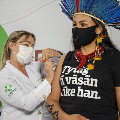 Como foi a cerimônia que marcou a vacinação dos primeiros integrantes de grupos prioritários no Estado