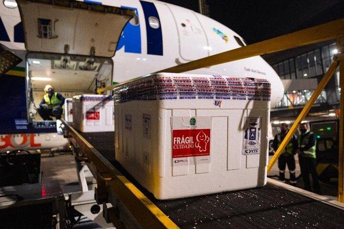 Remessa com quase 365 mil vacinas contra a covid-19 chega ao Rio Grande do  Sul | GZH