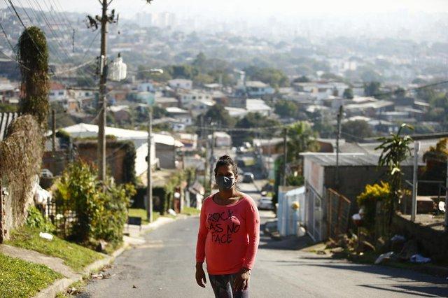 PORTO ALEGRE, 12/07/2021 - Em um ano, pandemia levou 280 mil da Região Metropolitana para zona da pobreza. Na foto, Patricia Vargas dos Santos, 38 anos.<!-- NICAID(14832302) -->