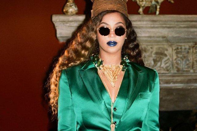 Beyoncé<!-- NICAID(14859648) -->