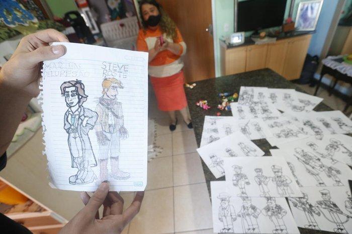 Os desenhos foram rabiscados a partir da observação de filmes e jogos de videogame