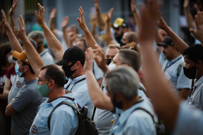 Em uma assembleia realizada na tarde desta quinta-feira, funcionários da Carris consolidaram posição e decidiram entrar em greve a partir de sexta