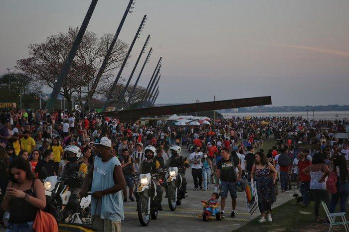 Movimentação intensa na Orla neste domingo
