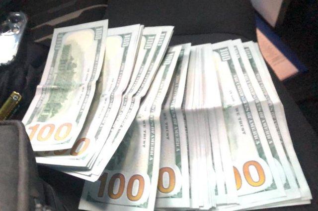 Dólares apreendidos<!-- NICAID(14890812) -->