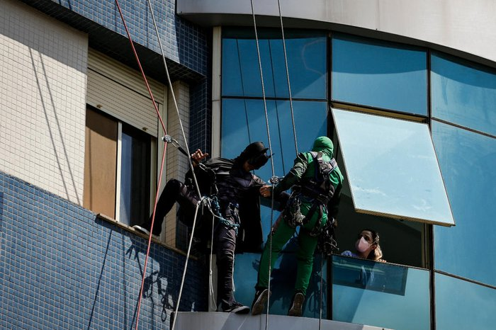 Cerca de 111 pacientes receberam a visita de heróis como o Batman