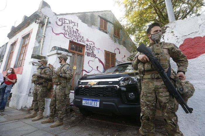 Reintegração de posse contou com agentes da Polícia Federal e da Brigada Militar