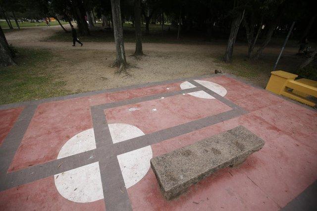 13/10/2021 - PORTO ALEGRE, RS - Piso localizado no Brick da Redenção, na Capital, causa polêmica nas redes sociais por trazer figuras semelhantes à suástica, símbolo que foi utilizado pelos nazistas. FOTO: André Ávila / Agência RBS<!-- NICAID(14914113) -->