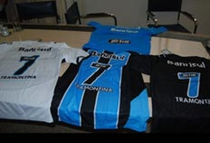 Grêmio negocia patrocínio com a Topper para as camisas  4a672a8e4b10b